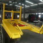 Sklápěč na odpadky s hydraulickým vysokozdvižným vozíkem